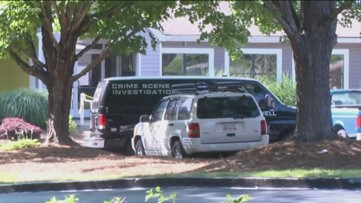 Maintenance worker discovers body near apartment pool in Roswell