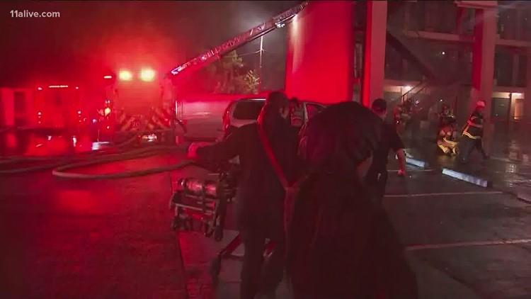 Crews battle hotel fire in Decatur