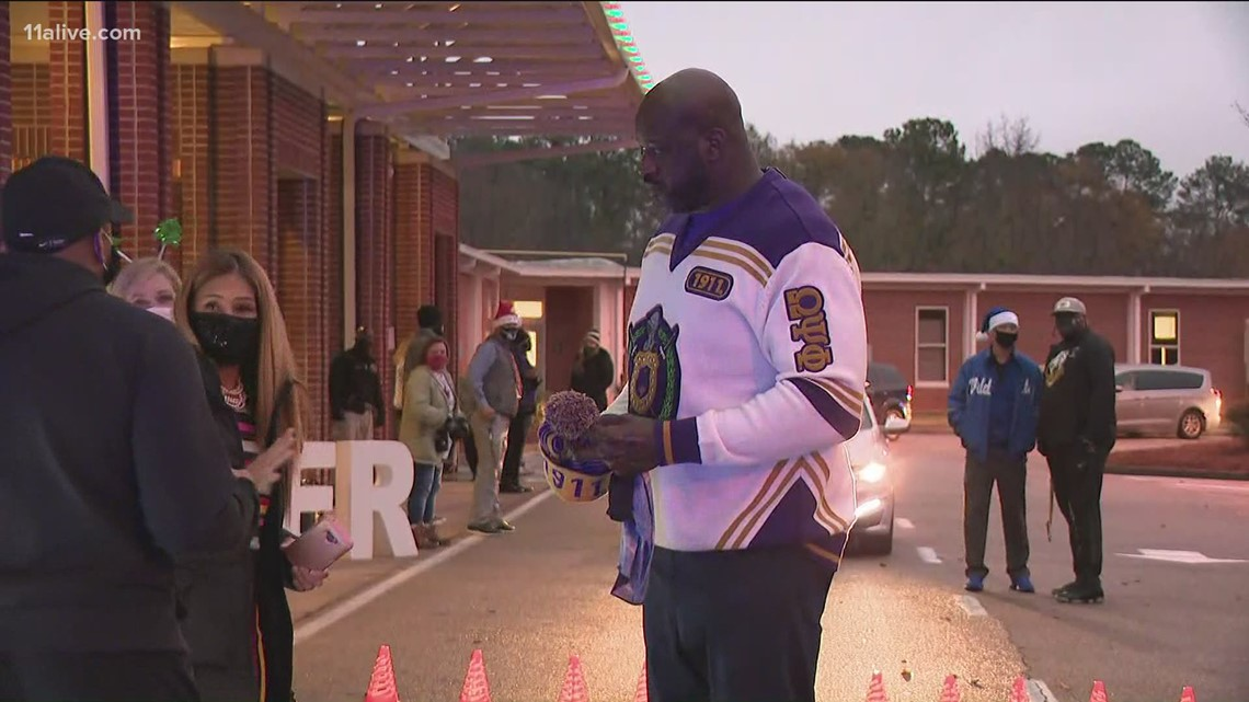 Shaq hands out Christmas gifts to more than 800 kids in metro Atlanta