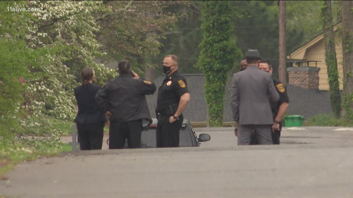 SWAT standoff in Stone Mountain ends peacefully