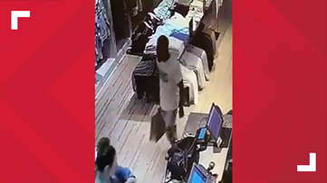 Dunwoody Police looking for person suspected of exposing himself at Perimeter Mall