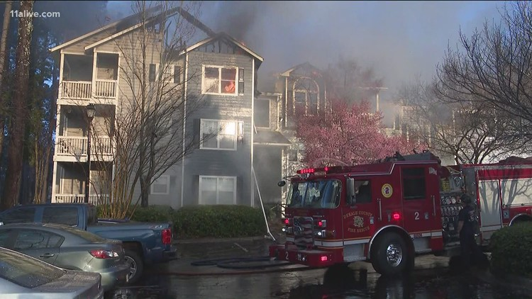 Fire damages Brookhaven apartment building