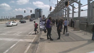 RAW VIDEO: Protesters take to 17th Street bridge in Atlanta