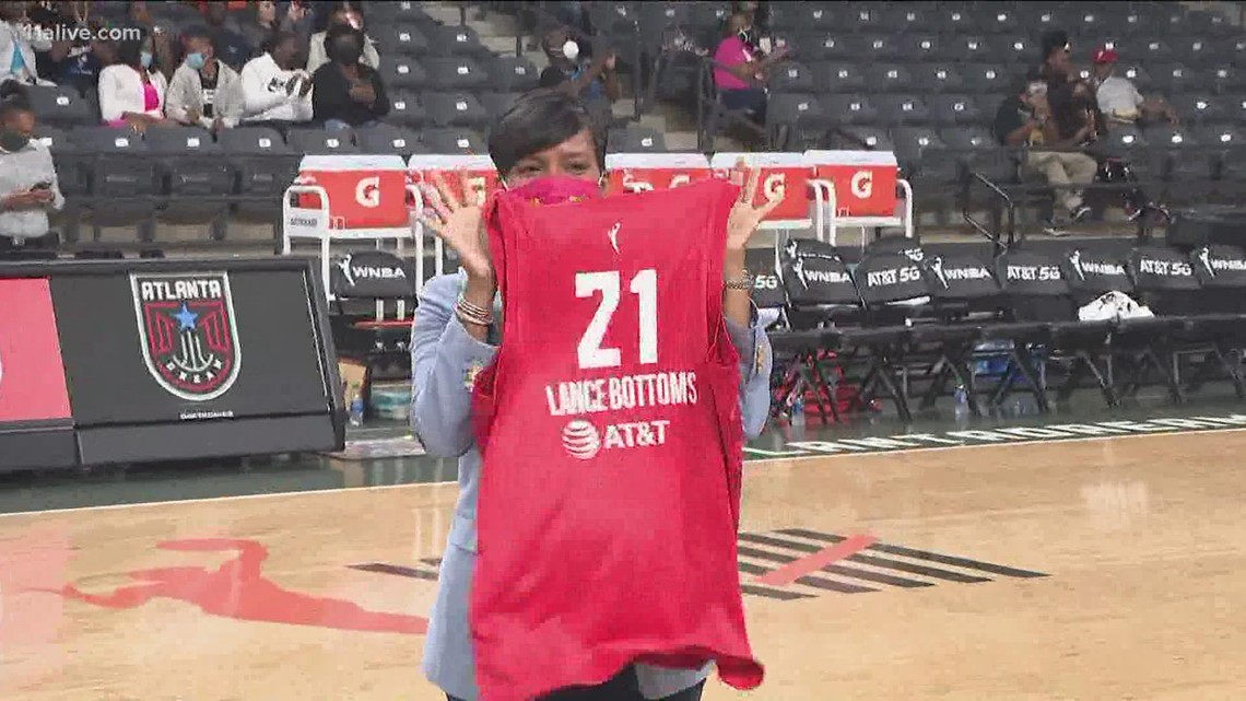 Mayor recognized at Atlanta Dream game