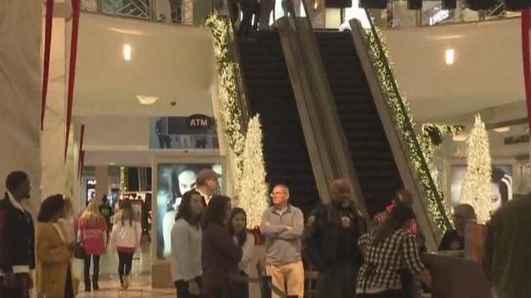 Crowds Hit Lenox Square For Black Friday Deals 11alivecom