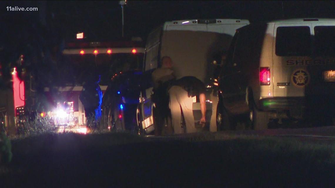 Deputy hurt, suspect killed after Newton County standoff