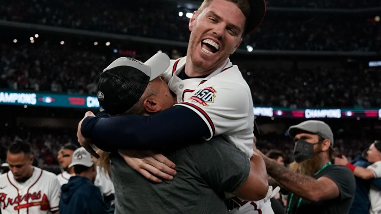 Photos: Braves celebrate victory over Dodgers