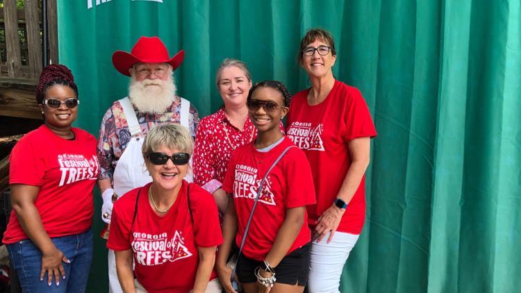 PHOTOS   Santa Claus celebrates Christmas in July at Zoo Atlanta