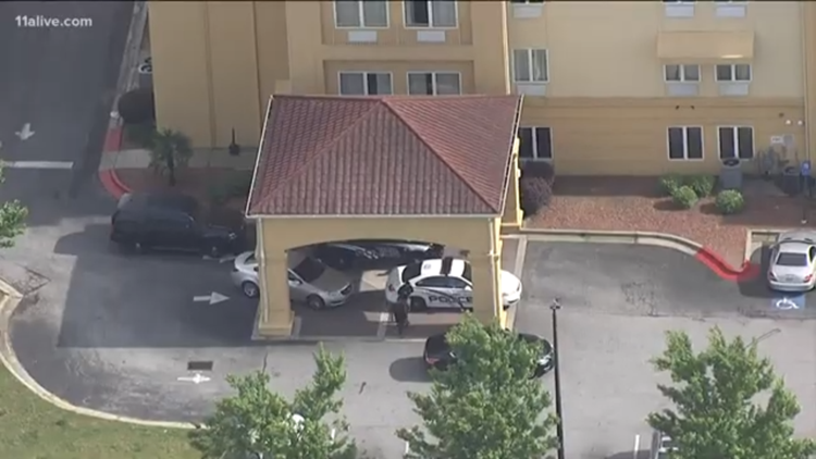 Police: 2 suspects wanted following double shooting at Union City hotel
