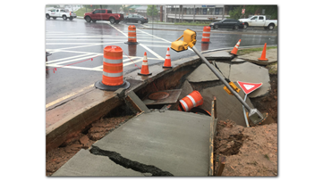 Sinkhole shuts down major intersection in Peachtree City