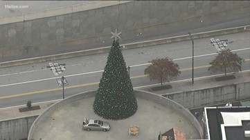 'Great Tree' delivered to historic courthouse in Lawrenceville