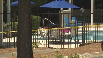Maintenance worker discovers woman's body near apartment pool in Roswell